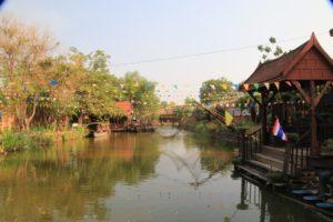 Ein Blick von außen auf den Floating Market von Ayutthaya - der einzige Blick, der hier ein bisschen schön war.