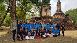 Thailand Si Satchanalai Schulklasse vor Ruinen